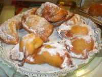 Cene di San Giuseppe - degustazione di prodotti tipici enogastronomici - cassatelle - 15 marzo 2009   - Salemi (2742 clic)