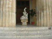 visita al centro storico - Teatro Selinus: nel pronao Bambocciata di M. Rutelli - 6 gennaio 2009   - Castelvetrano (4459 clic)