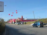 c/da San Gaetano - i palloncini segnalano un evento: l'inaugurazione di un nuovo supermercato - 15 maggio 2008  - Alcamo (752 clic)