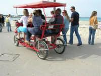 pedalando sul lungomare - 25 aprile 2006   - San vito lo capo (1192 clic)