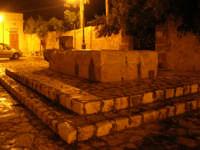 la fontana nella piazzetta - 23 novembre 2008  - Scopello (835 clic)