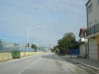 lungo la strada - all'orizzonte i monti del palermitano innevati - 16 febbraio 2009  - Alcamo marina (2266 clic)