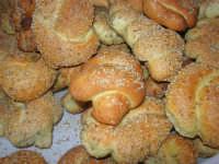 Gli altari di San Giuseppe - il pane da offrire ai visitatori - 18 marzo 2009   - Balestrate (3861 clic)