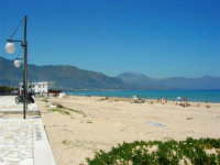 zona Battigia - una splendida giornata estiva! - 13 maggio 2007  - Alcamo marina (944 clic)