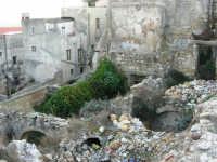 ruderi del terremoto del gennaio 1968 - 11 ottobre 2007   - Salemi (2434 clic)