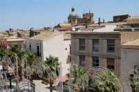 Piazza Ciullo e cupola della Chiesa Madre S. Maria Assunta - veduta dall'ex Collegio dei Gesuiti - 18 giugno 2009  - Alcamo (2091 clic)