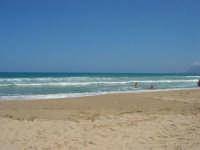 mare mosso - vela oltre le onde - 5 luglio 2008   - Alcamo marina (837 clic)