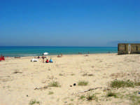 zona Battigia - una splendida giornata estiva! - 13 maggio 2007  - Alcamo marina (1097 clic)