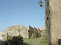 via adiacente al Duomo - 1 maggio 2008  - Erice (874 clic)