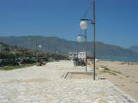 zona Battigia - una splendida giornata estiva! - 13 maggio 2007  - Alcamo marina (1115 clic)