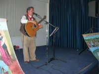Il Cantastorie PEPPINO CASTRO di Dattilo (TP) presenta l'arte di raccontare cantando LA SICILIA TRA STORIE MITO E LEGGENDE POPOLARI - Istituto Comprensivo G. Pascoli - 6 - 25 gennaio 2008  - Castellammare del golfo (1792 clic)