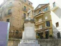statua di San Nicola in Piazza Libertà - 28 giugno 2009   - Salemi (2546 clic)