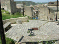 spiazzo e case - 23 aprile 2006   - Palazzo adriano (1242 clic)