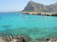 mare stupendo oltre il porto, sulla strada che porta al faro - Monte Monaco - 23 agosto 2008  - San vito lo capo (501 clic)