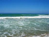 zona Canalotto: il fascino del mare mosso! - 3 agosto 2006  - Alcamo marina (1023 clic)
