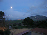 Splende la luna su Alcamo ed il Monte Bonifato - 8 febbraio 2009   - Calatafimi segesta (2299 clic)