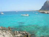 mare stupendo oltre il porto, sulla strada che porta al faro - Monte Monaco - 23 agosto 2008  - San vito lo capo (414 clic)