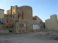 l'abside e la torre campanaria della Chiesa Madre - ruderi del terremoto del gennaio 1968 - 11 ottobre 2007   - Salemi (2315 clic)