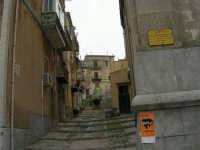 per le vie del paese - 17 aprile 2006  - Piana degli albanesi (1738 clic)
