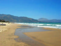 zona Canalotto: il fascino del mare mosso! - 3 agosto 2006  - Alcamo marina (1146 clic)