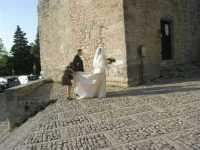 Torre Campanaria (sec. XII) - una sposa - 22 maggio 2009  - Erice (2421 clic)