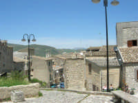 spiazzo e case - 23 aprile 2006   - Palazzo adriano (1395 clic)
