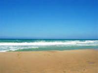 zona Canalotto: il fascino del mare mosso! - 3 agosto 2006  - Alcamo marina (1182 clic)