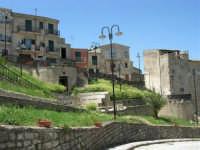 per le vie del paese - 23 aprile 2006   - Palazzo adriano (1388 clic)