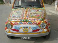 FIAT 500 decorata - 16 aprile 2006  - Marinella di selinunte (4610 clic)