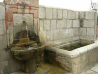 per le vie del paese - fontana ed abbeveratoio - 17 aprile 2006  - Piana degli albanesi (2102 clic)