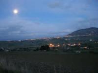 Splende la luna su Alcamo ed il Monte Bonifato - 8 febbraio 2009   - Calatafimi segesta (2805 clic)