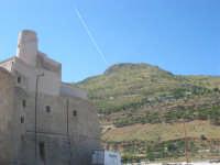 il Castello e la montagna - 2 ottobre 2007  - Castellammare del golfo (583 clic)