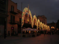 Festeggiamenti Maria SS. dei Miracoli - illuminazione straordinaria in Piazza Ciullo - 20 giugno 2008   - Alcamo (636 clic)