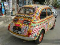 FIAT 500 decorata - 16 aprile 2006  - Marinella di selinunte (3640 clic)