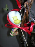 Istituto Comprensivo Pascoli - Aspettando Pasqua, uova decorate crescono sugli alberi! (particolare) - 7 aprile 2006   - Castellammare del golfo (943 clic)