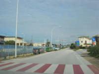 lungo la strada - all'orizzonte i monti del palermitano innevati - 16 febbraio 2009  - Alcamo marina (2350 clic)