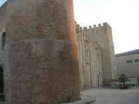 Castello dei Conti di Modica, lato nord-est - 24 maggio 2007  - Alcamo (880 clic)