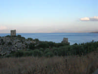 Torri di avvistamento e golfo di Castellammare - 19 settembre 2007  - Scopello (918 clic)