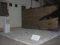 visita al centro storico - monumento al filosofo Giovanni Gentile in Piazza Carlo d'Aragona e Tagliavia - 9 dicembre 2007  - Castelvetrano (809 clic)