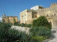 piazzale antistante al Castello dei Grifeo e Chiesa dl Purgatorio - 4 ottobre 2009   - Partanna (1555 clic)