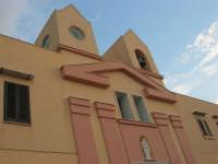Parrocchia Maria SS. della Provvidenza, già Piccolo Santuario Mariano (sec. XIX): campanile ed orologio - 23 settembre 2007  - Terrasini (1990 clic)