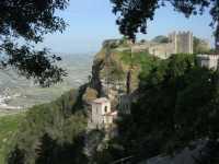Castello normanno (tempio di Venere) e Torretta Pepoli - 22 maggio 2009  - Erice (1818 clic)
