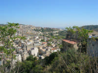 uno scorcio della città visto dalla rupe - 4 ottobre 2007  - Calatafimi segesta (730 clic)