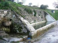 fontana ed abbeveratoio - 9 marzo 2008  - Chiusa sclafani (985 clic)