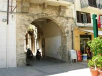 piazza Ciullo - l'arco della via Leonardo Pipitone Cangelosi - 13 maggio 2007  - Alcamo (1149 clic)