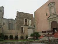 statua del Beato Alberto e Chiesa S. Giuliano - 1 maggio 2009   - Erice (2220 clic)