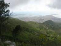 panorama con foschia dal monte Erice - Trapani e le saline - 1 maggio 2009   - Erice (2319 clic)
