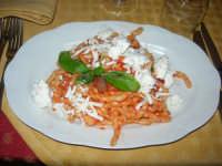 Busiate alla Norma, con pomodorino, melanzane, basilico e ricotta - 1 maggio 2008  - Buseto palizzolo (2563 clic)
