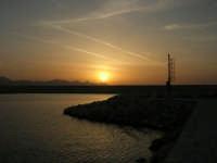 tramonto sul porto - 24 maggio 2008  - Balestrate (1061 clic)