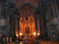 Chiesa di Sant'Oliva, interno (mentre per le vie della città si svolge la processione in onore di S. Giuseppe) - 20 marzo 2006   - Alcamo (1406 clic)